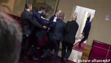 Montenegro Podgorica Proteste gegen neues Kirchengesetz
