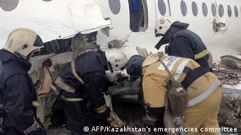 Работа спасателей на месте крушения самолета