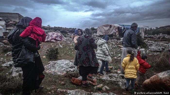 با بمباران جنگندههای روسی و سوری فرار از ادلب به سمت مرزهای ترکیه ادامه دارد