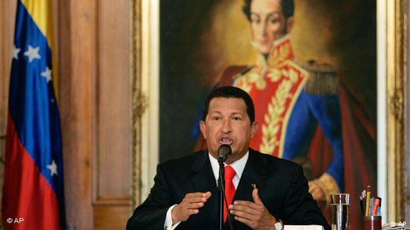 Venezuela Chavez vor Gemälde