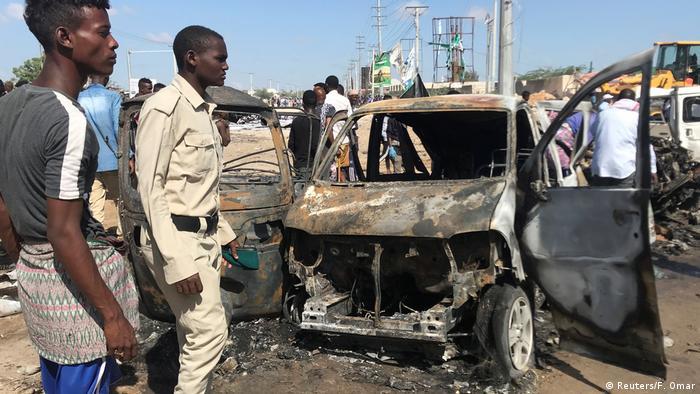 Somalia Mogadischu Autobombe an Checkpoint (Reuters/F. Omar)