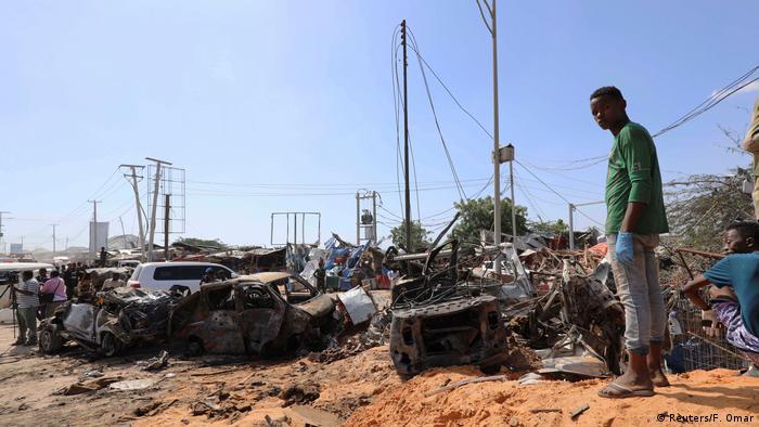 Explosão em área movimentada de Mogadíscio deixou dezenas de mortos