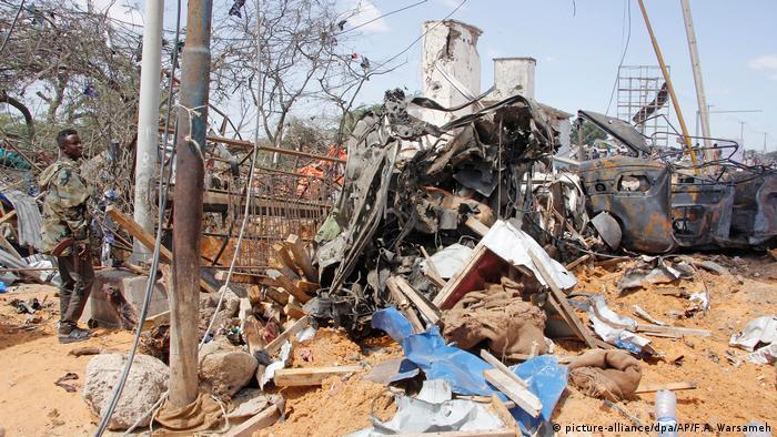 Somalia Explosion einer Autobombe in Mogadischu (picture-alliance/dpa/AP/F.A. Warsameh)
