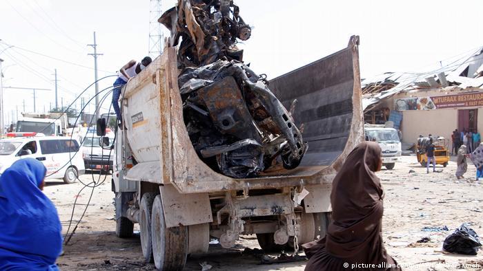 Explosion einer Autobombe in Mogadischu (picture-alliance/dpa/AP/F.A. Warsameh)