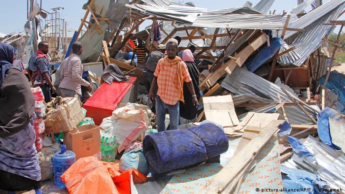 Somalia Explosion einer Autobombe in Mogadischu (picture-alliance/AP/F.A. Warsameh)