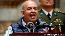 Boliviens neuer Innenminister Arturo Murillo spricht vor den Medien in La Paz