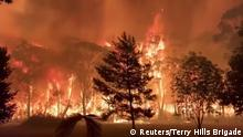 15.12.2019***A fire blazes across bush as seen from Mount Tomah in New South Wales, Australia December 15, 2019 in this still image obtained from social media video. NSW RFS – TERRY HILLS BRIGADE/via REUTERS THIS IMAGE HAS BEEN SUPPLIED BY A THIRD PARTY. MANDATORY CREDIT. NO RESALES. NO ARCHIVES.