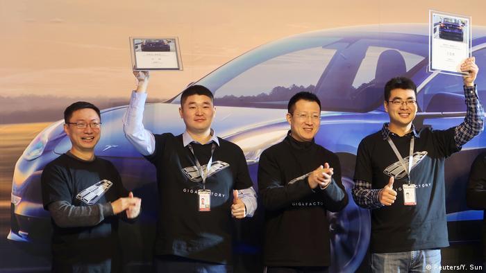 Zereminie zur ersten Auslieferung des neuen Tesla Model 3 in China (Reuters/Y. Sun)