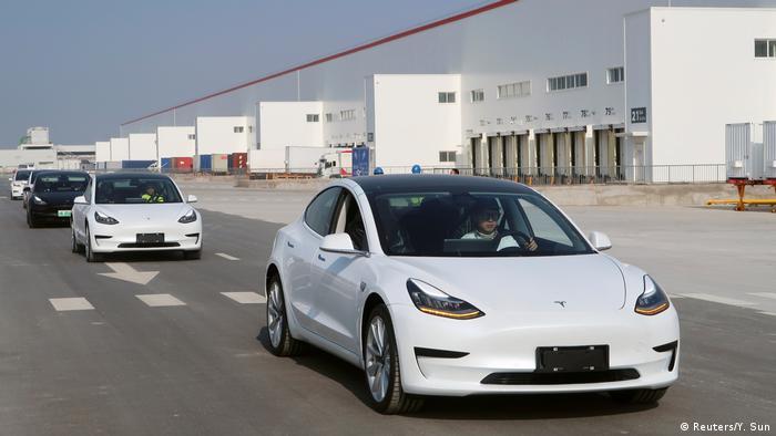 در عرصه خودروهای برقی فعال تسلا حرف اول را میزند. این شرکت در سال ۲۰۲۰ از مدل ۳ در سراسر جهان ۳۶۵ هزار و ۲۴۰ دستگاه به فروش رسانده و برای سومین سال پیامی در رتبه نخست جای گرفته است.