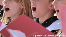 Gambar sejumlah anak bernyanyi bersama-sama