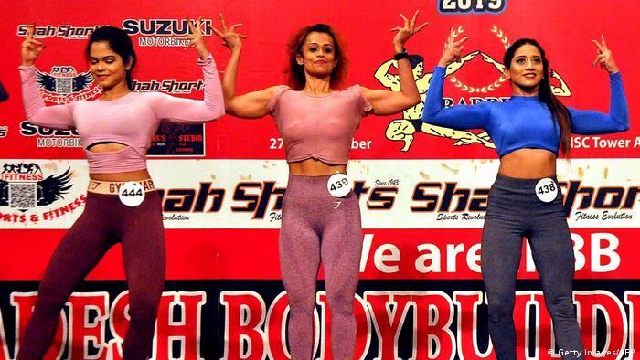 اشتراک کنندگان در اولین رقابت قهرمانی زیبایی اندام زنان در بنگله دیش