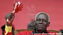 13.8.2019, Angola, People's Movement for the Liberation of Angola - Labour Party (MPLA) presidential candidate, and incumbent President Jose Eduardo dos Santos waves to the crowd during a political rally in Luanda, Angola, 29 August 2012. Angola will hold general elections on 31 August, which will define the composition of Parliament and who will be the President and Vice President of the Republic. Dos Santos, who has been in power since 10 September 1979, is expected to win by a large margin. EPA/PAULO NOVAIS +++(c) dpa - Bildfunk+++ |