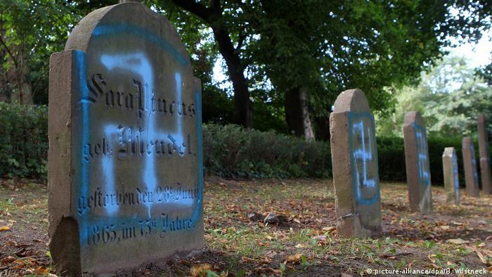 Stalna prijetnja - Oskrnavljeno jevrejsko groblje u Kroepelinu
