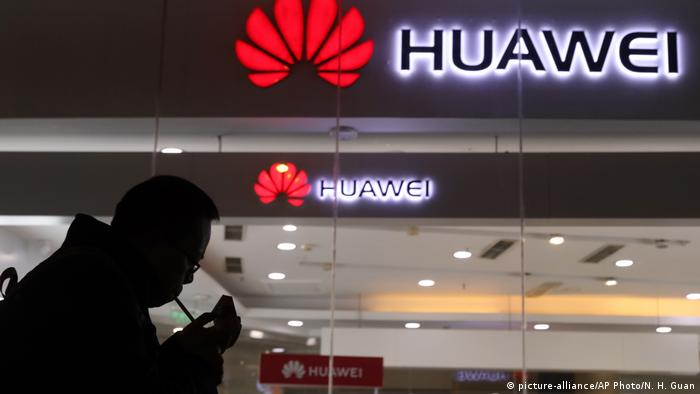 China Peking Huawei Geschäft (picture-alliance/AP Photo/N. H. Guan)