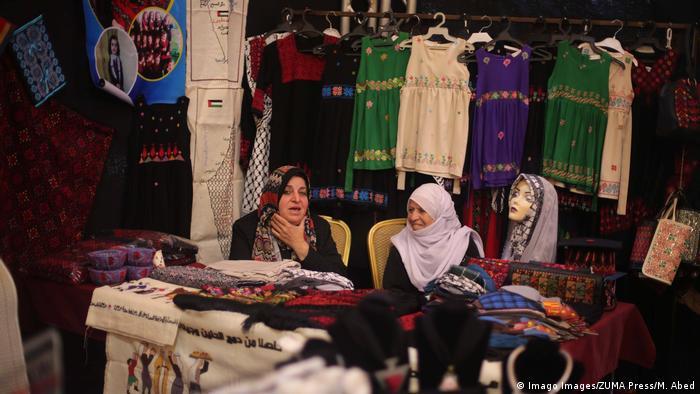 غزه تحت کنترول جنبس اسلامگرای حماس است. جنبشی که از سوی غرب و اسرائیل به عنوان یک سازمان تروریستی شناخته شده است. این جنبش در دهه اخیر سه بار با اسرائیل بر سر نوار غزه جنگیده است.