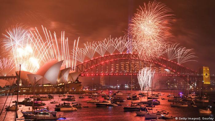 Australien l Silvester Neujahr 2019/2020 - Feuerwerk an der Sydney Opera (Getty Images/J. Gourley)