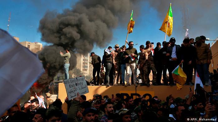 Irak | Gewaltsame Proteste auf dem Geländer der US Botschaft