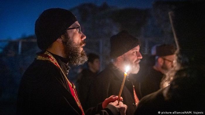 Sveštenstvo SPC predvodi protest protiv novog zakona