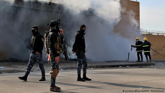 Irak l Proteste und Angriffe auf die US-Botschaft in Bagdad (picture-alliance/AP/K. Mohammed)