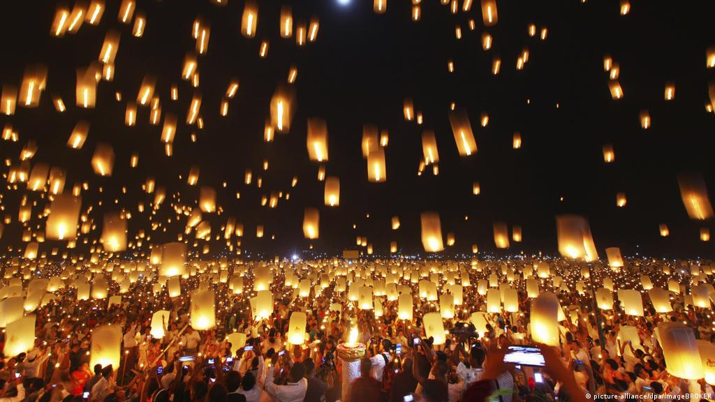 Sky Lanterns The Most Elegant Fire Hazard World Breaking News And Perspectives From Around The Globe Dw 02 01 2020