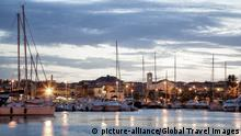 Sardinien Palau Hafen Sonnenuntergang (picture-alliance/Global Travel Images)