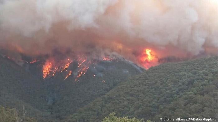 Fogo em montanha na Austrália