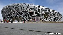 Peking, 22.02.09 JE Das Nationalstadion, Vogelnest genannt, das Olympiastadion der Olympischen Sommerspiele 2008 in Peking.Die weitere Nutzung des Stadions ist unklar. Chinesisische Touristen besichtigen es taeglich.   Verwendung weltweit