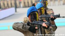 IZMIR, TURKEY - DECEMBER 20 : Specialized sergeant candidates, trained in Yeni Foca Gendarmerie Commando Counter Terrorism Operations School Command perform as they participate in an oath-taking ceremony, in Izmir, Turkey on December 20, 2019. During the ceremony, the commandos military demonstrations attracted attention from the participants. Halil Fidan / Anadolu Agency | Keine Weitergabe an Wiederverkäufer.