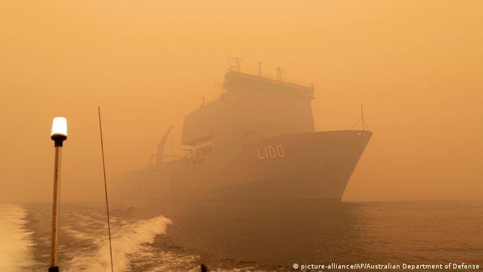 Australien Waldbrände Evakurierungen durch Marine