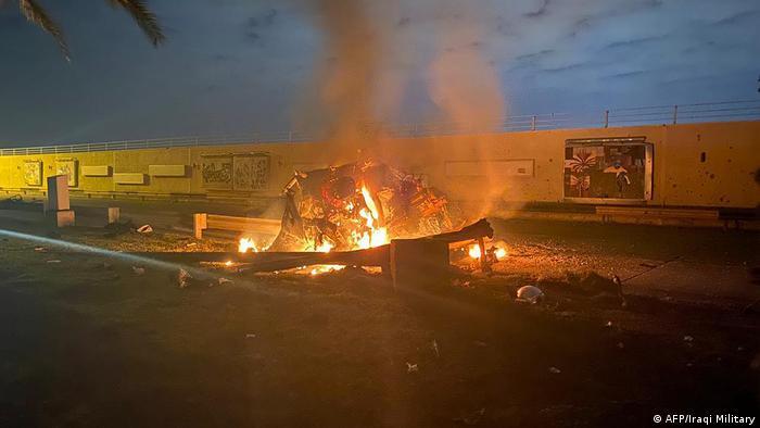 O comboio em chamas após o ataque americano