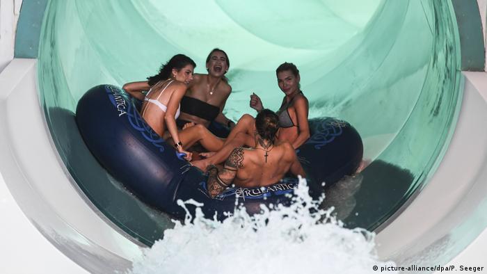 Deutschland Indoor-Wasserwelt Rulantica in Rust eröffnet (picture-alliance/dpa/P. Seeger)