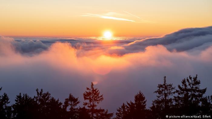 sunrise (picture-alliance/dpa/J. Eifert)