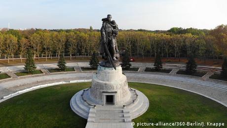 The Soviet War Memorial in Berlin-Treptow (picture-alliance/360-Berlin/J. Knappe)