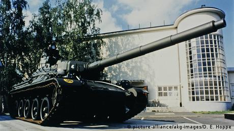 Panzer vorm Alliierten-Museum (picture-alliance/akg-images/D. E. Hoppe)