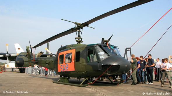 Спасательный вертолет бундесвера во время Дня открытых дверей в немецком центре воздушных и космических исследований DLF