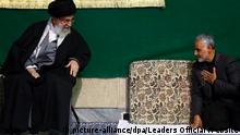 epa04683032 A handout picture made available on 28 March 2015 by the Iranian supreme leader's official website shows Iranian Supreme Leader Ayatollah Ali Khamenei (L) greeting Iranian Quds Force Head, General Ghasem Soleimani, during a religious ceremony in Tehran, Iran, 27 March 2015. According to media reports, Soleimani's Quds Forces are leading Iraq's fight against Islamic State (IS) militants in Iraq. EPA/LEADERS OFFICIAL WEBSITE / HANDOUT HANDOUT EDITORIAL USE ONLY/NO SALES +++(c) dpa - Bildfunk+++ |