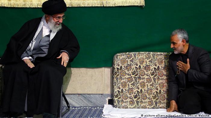 Liderul suprem al Iranului, ayatolahul Kamenei, în stânga şi generalul său, Soleimani