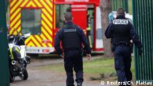Pariser Polizei sichert Parkgelände in Paris/Villejuif nach einer Messerattake