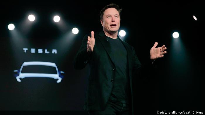 Ілон Маск на презентації нової моделі машини Tesla