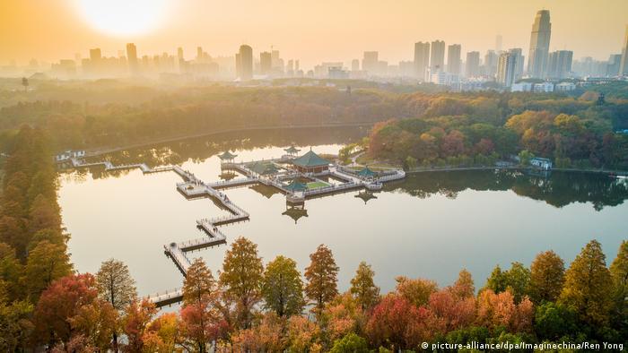 China Wuhan East Lake (picture-alliance/dpa/Imaginechina/Ren Yong)