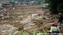 Indonesien Cigudeg Erdrutch nach schweren Überschwemmungen