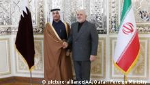 TEHRAN, IRAN - JANUARY 4: (----EDITORIAL USE ONLY 'Äì MANDATORY CREDIT - QATARI FOREIGN MINISTRY / HANDOUT - NO MARKETING NO ADVERTISING CAMPAIGNS - DISTRIBUTED AS A SERVICE TO CLIENTS----) Qatari Foreign Minister Mohammed bin Abdulrahman bin Jassim Al Thani (L) meets Foreign Affairs Minister of Iran Mohammad Javad Zarif (R) in Tehran, Iran on January 4, 2020. Qatari Foreign Ministry - Handout / Anadolu Agency | Keine Weitergabe an Wiederverkäufer.