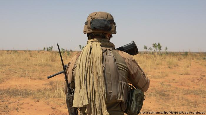 Französischer Soldat in Burkina Faso (picture-alliance/dpa/Maxppp/P. de Poulpiquet)