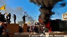 31.12.2019 *** Protesters set fires in front of the U.S. embassy compound, in Baghdad, Iraq, Tuesday, Dec. 31, 2019. Dozens of angry Iraqi Shiite militia supporters broke into the U.S. Embassy compound in Baghdad on Tuesday. The breach at the embassy followed U.S. airstrikes on Sunday that killed 25 fighters of the Iran-backed militia in Iraq, the Kataeb Hezbollah. (AP Photo/Khalid Mohammed)