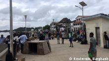 Kenia   Menschen versammeln sich in Lamu nach Al-Shabaab attacke auf U.S. Militärbasis in Manda