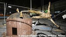 MALMÖ 2020-01-05 Zlatanstatyn nersågad. Statyn av Zlatan Ibrahimovic på Stadiontorget i Malmö sågades natten till söndagen ner. Statyns båda ben är kapade och statyn ligger numera ner på sidan. Foto: Johan Nilsson / TT / Kod 50090  