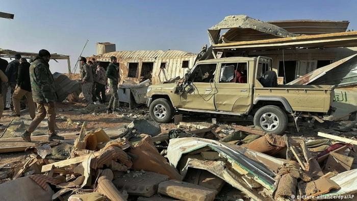 Irak al-Qa'im | Nach US-Luftangriff auf schiitische Miliz im Irak: Kataib Hisbollah (picture-alliance/dpa/AP)