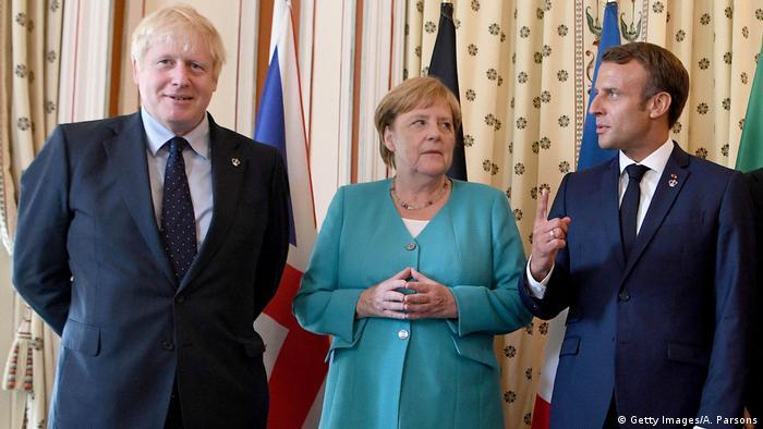Foto de Boris Johnson, Angela Merkel y Emmanuel Macron.