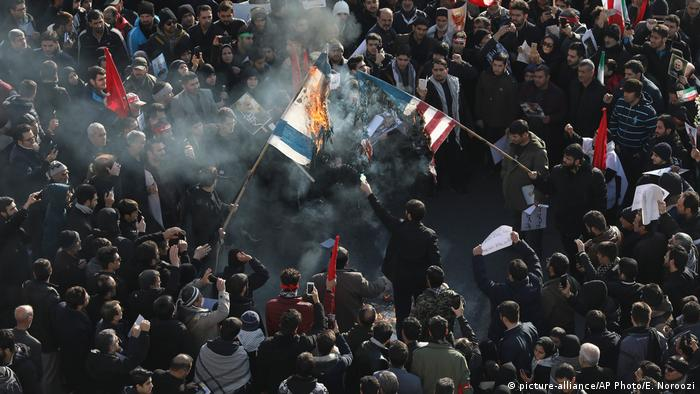 На похоронах генерала Сулеймани жгли американские и израильские флаги (Фото из архива)