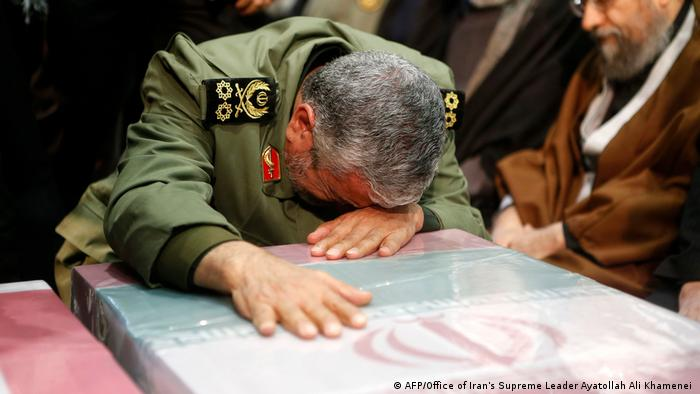 An unnamed general mourns over the coffin of Soleimani (AFP/Office of Iran's Supreme Leader Ayatollah Ali Khamenei )
